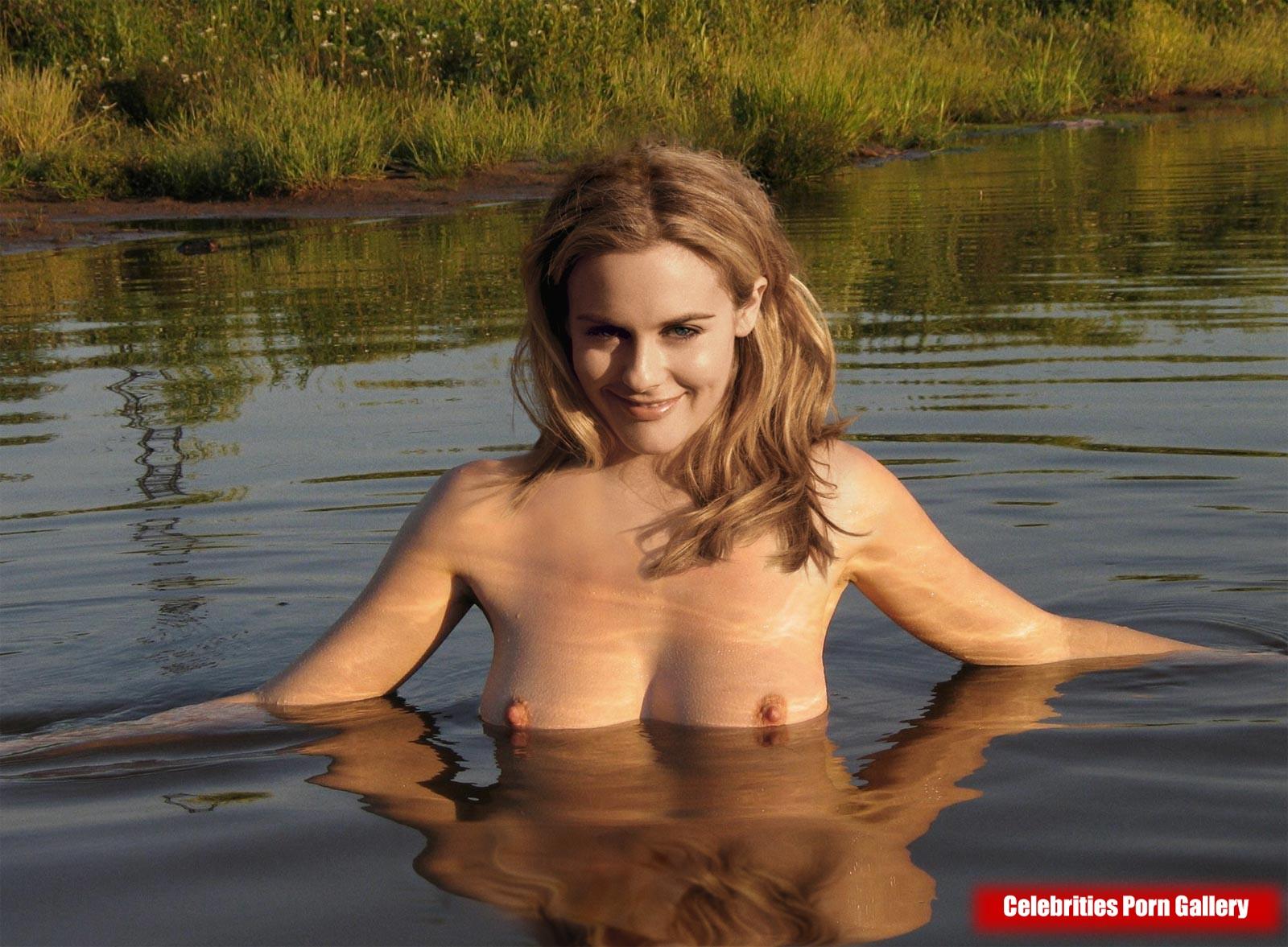 Алиса вокс голая фото интересно. Хотелось