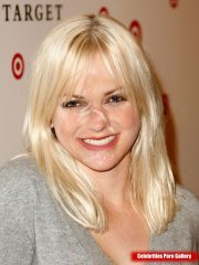 Anna Faris Nude Celebrity Pictures