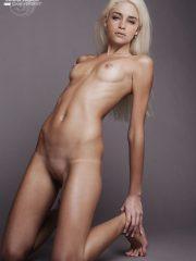 Emilia Clarke Naked Celebrity Pics image 27