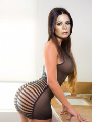 Holly Marie Combs Nude Celeb image 1