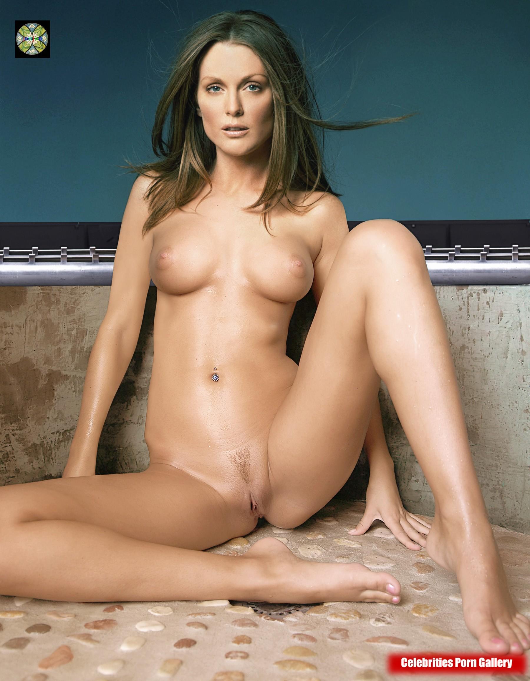 Moore  nackt Julianne Julianne Moore