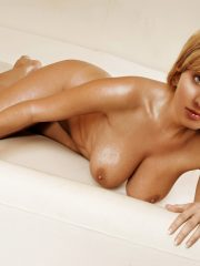 Kaley Cuoco Famous Nudes