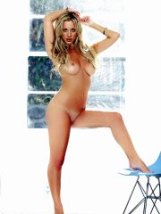 Kaley Cuoco Hot Naked Celebs image 28
