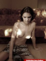 Katie Holmes Celebrity Leaked Nude Photos image 5