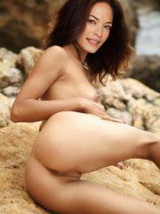 Kristin Kreuk Celebrity Nude Pics image 12