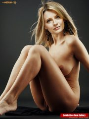 Mischa Barton Naked celebrity pictures image 16