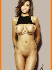 Rihanna Nudes Pics