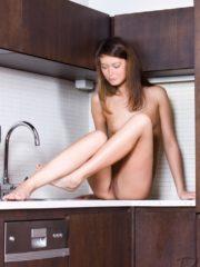 Summer Glau Nude Celeb Pics image 5