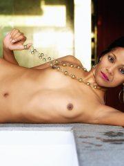 Zoë Saldana Naked celebrity pictures