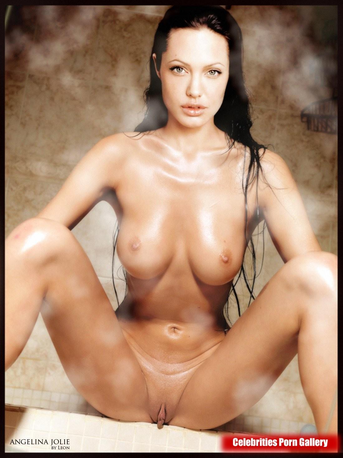 A jolie nude