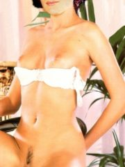Carrie-Anne Moss Celebrity Nude Pics image 7