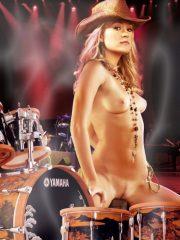 Carrie Underwood naked celebrity