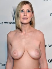 Rosamund Pike Nude Celeb Pics