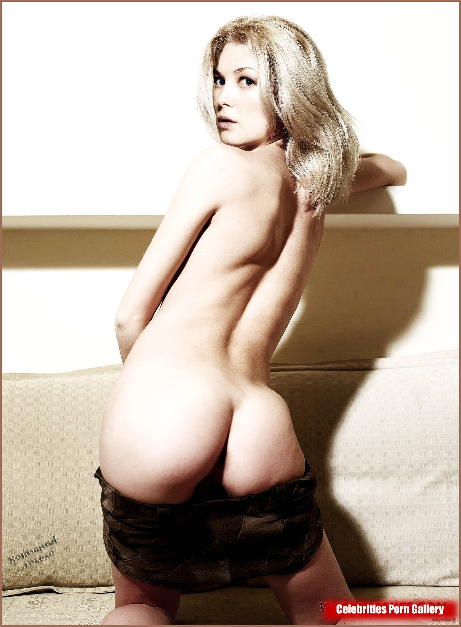 Rosamund pike nude picture